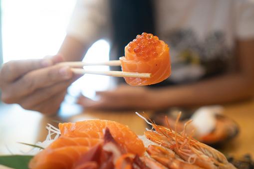 sashimi trứng cá