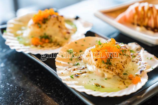 Sò điệp Nhật nửa mảnh nướng sốt phomai kèm trứng Ebiko