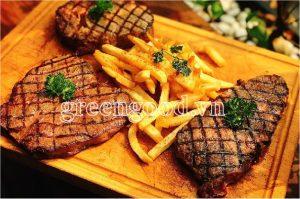 Trình bày món bò beefsteak tại nhà
